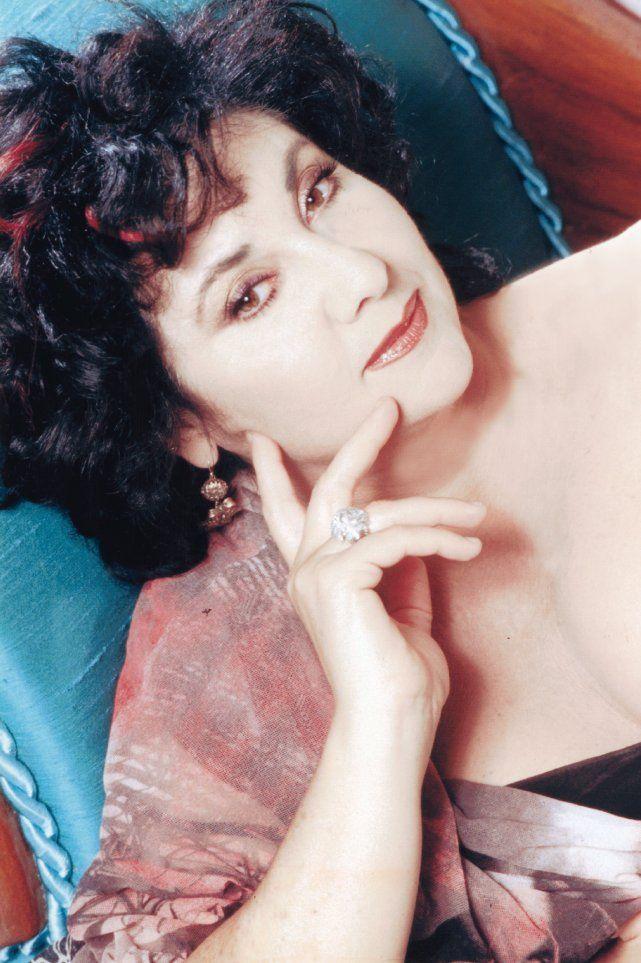 Tra teatro, tv, cinema e… cibo - Marisa Laurito, attrice spumeggiante