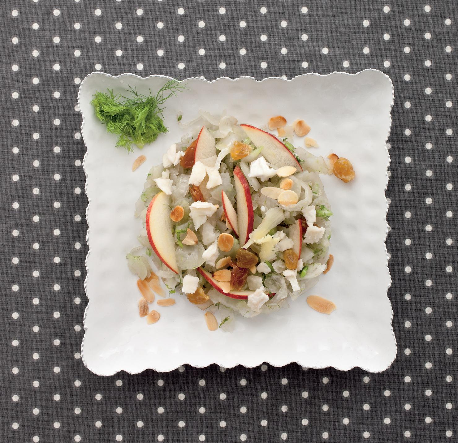 Crauti di finocchi allo zenzero con insalatina di mela e caprino