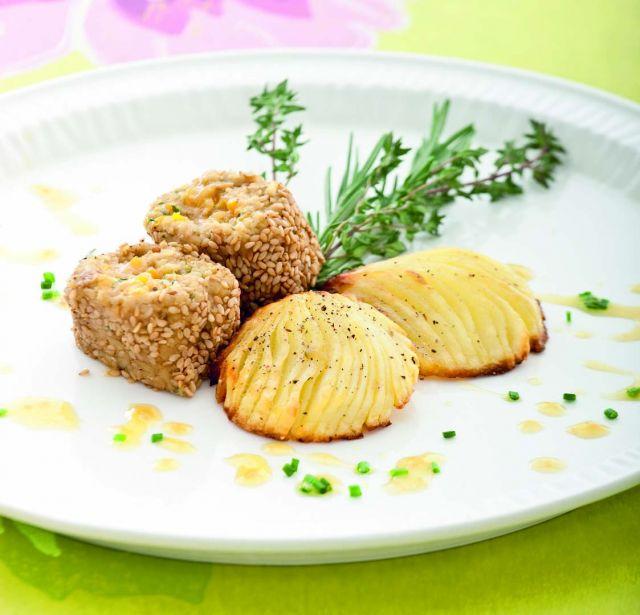 Mini rollè di seitan al sesamo con ventagli di patate
