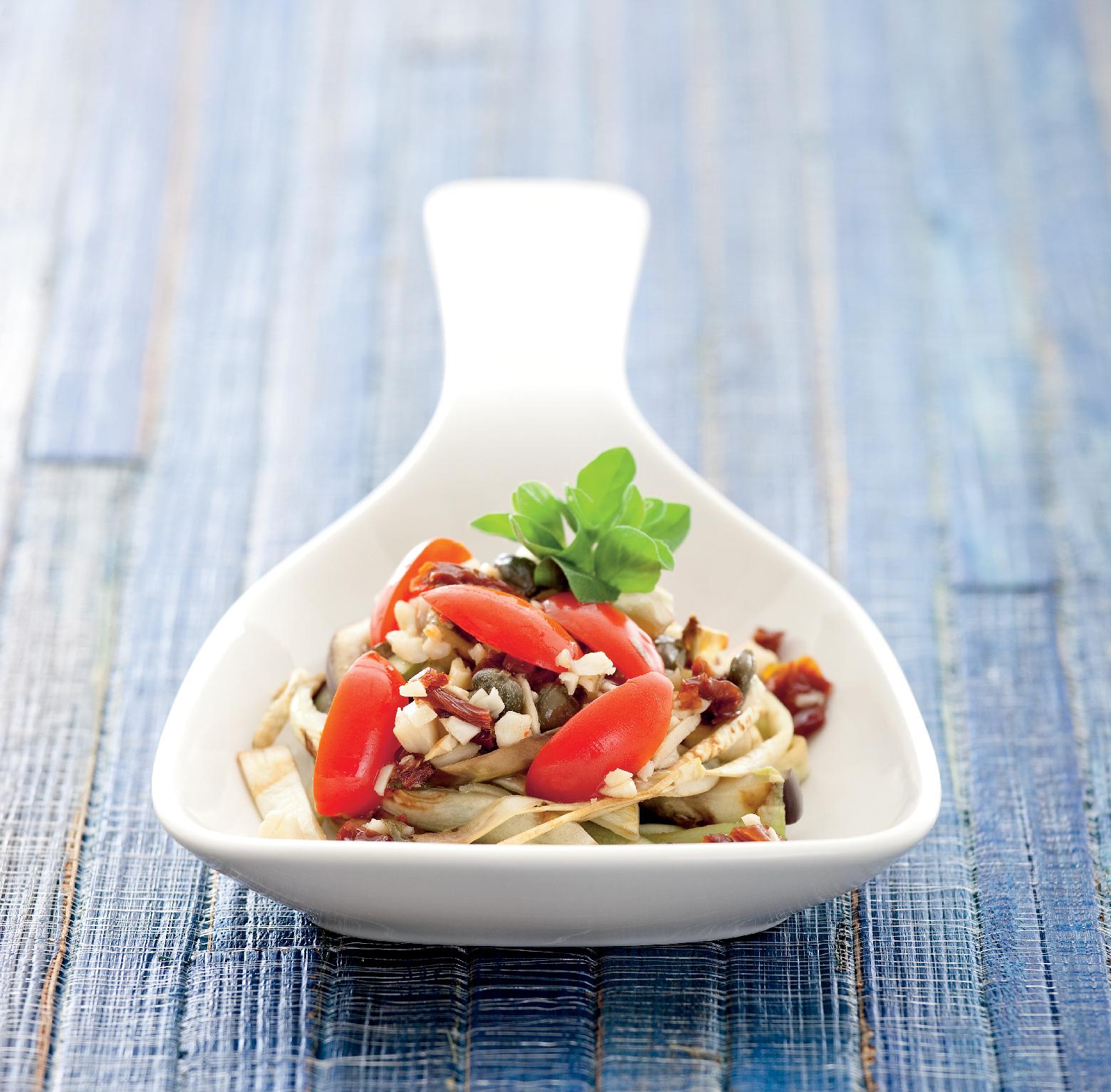 Spaghetti di melanzane in salsa di doppi pomodori e mandorle