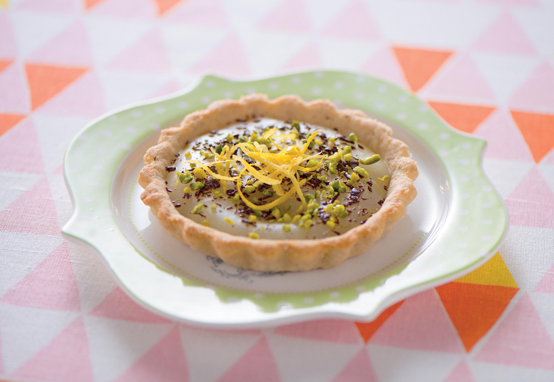 Crostatine con crema al limone, pistacchie  cioccolato