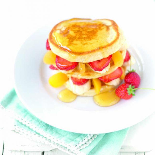 Pancake integrali con frutta mista