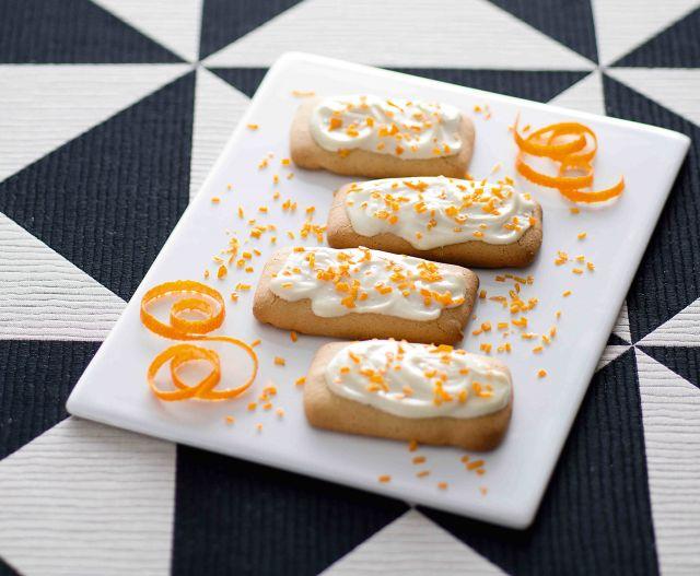 Biscottoni di riso al limone con cioccolato bianco e arancia