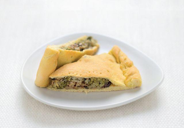 Scaccia con broccoli, primo sale e olive