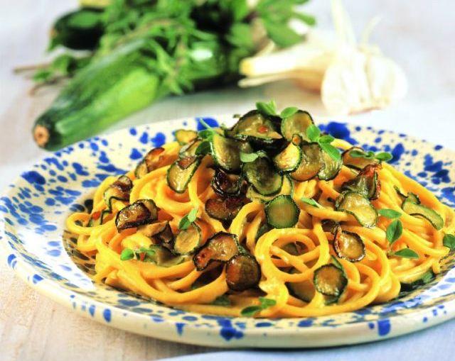 Spaghetti allo zafferano con zucchine e cannellini