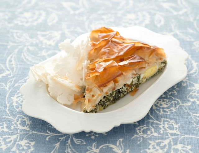 Torta salata di pasta fillo e bietole con cavolfiore