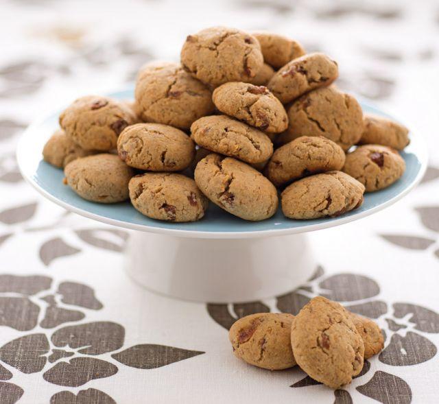 Biscotti autunnali con uvetta e nocciole