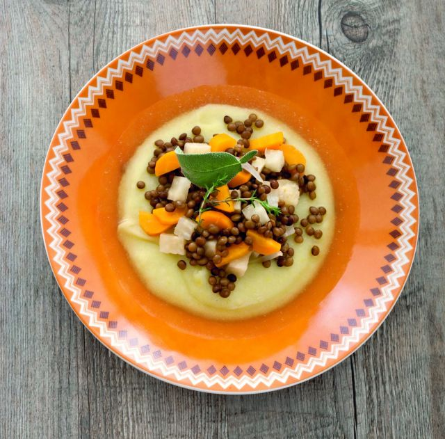 Caldo di verdure e lenticchie alla catalana