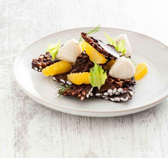 Cialde di cioccolato e riso con crema di mandorle e arance profumate