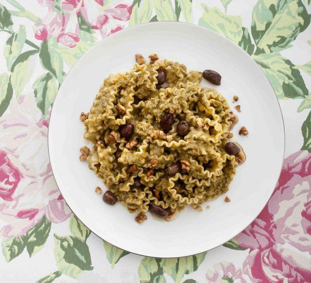 Mafaldine con crema di scarola e olive taggiasche