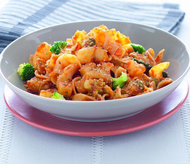 Paccheri con salsa piccante di pomodoro, patate e broccoletti