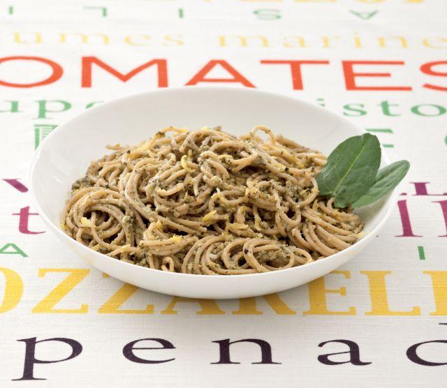 Spaghetti di farro al pesto di acetosa, mandorle e anacardi