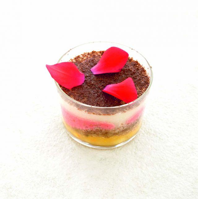 Tiramisù di cioccolato e pere alle rose