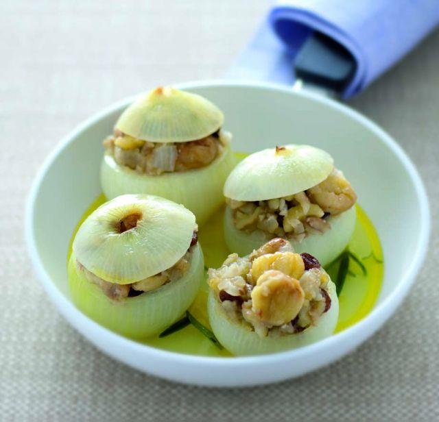 Cipolle farcite con castagne e uvetta sultanina