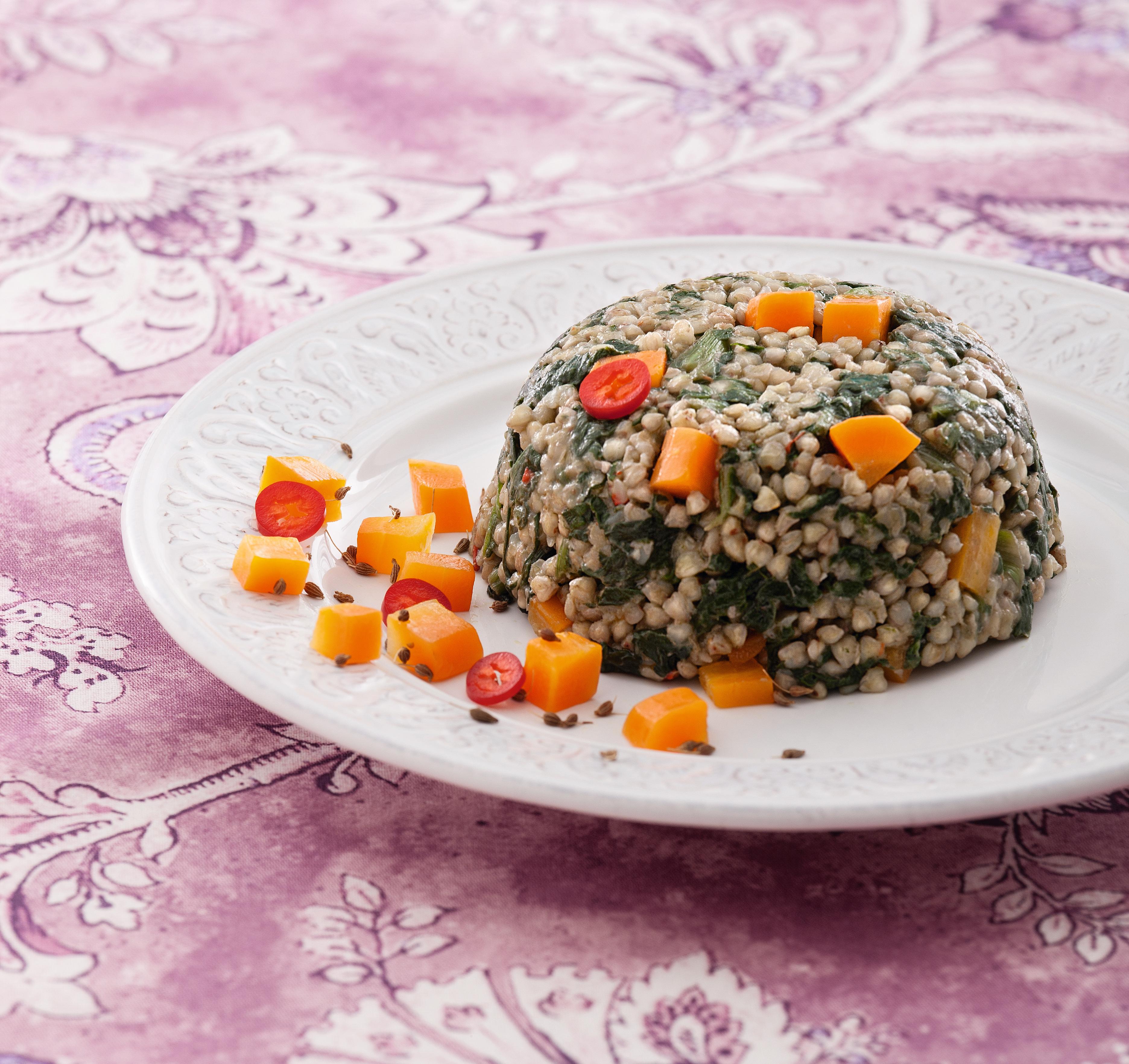 Cupolette di grano saraceno con erbette allo zenzero e carote