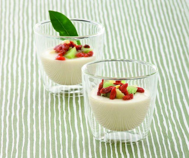 Dessert di ricotta e mela con kiwi e bacche di goji