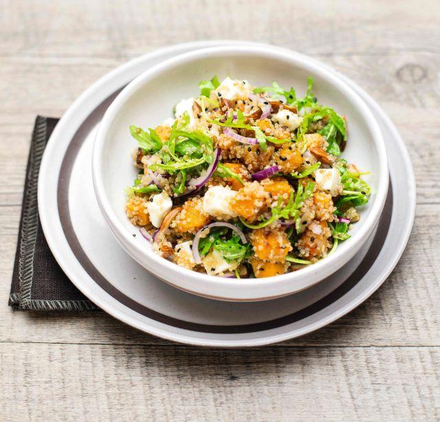 Insalata tiepida di quinoa alla zucca con quartirolo e rucola