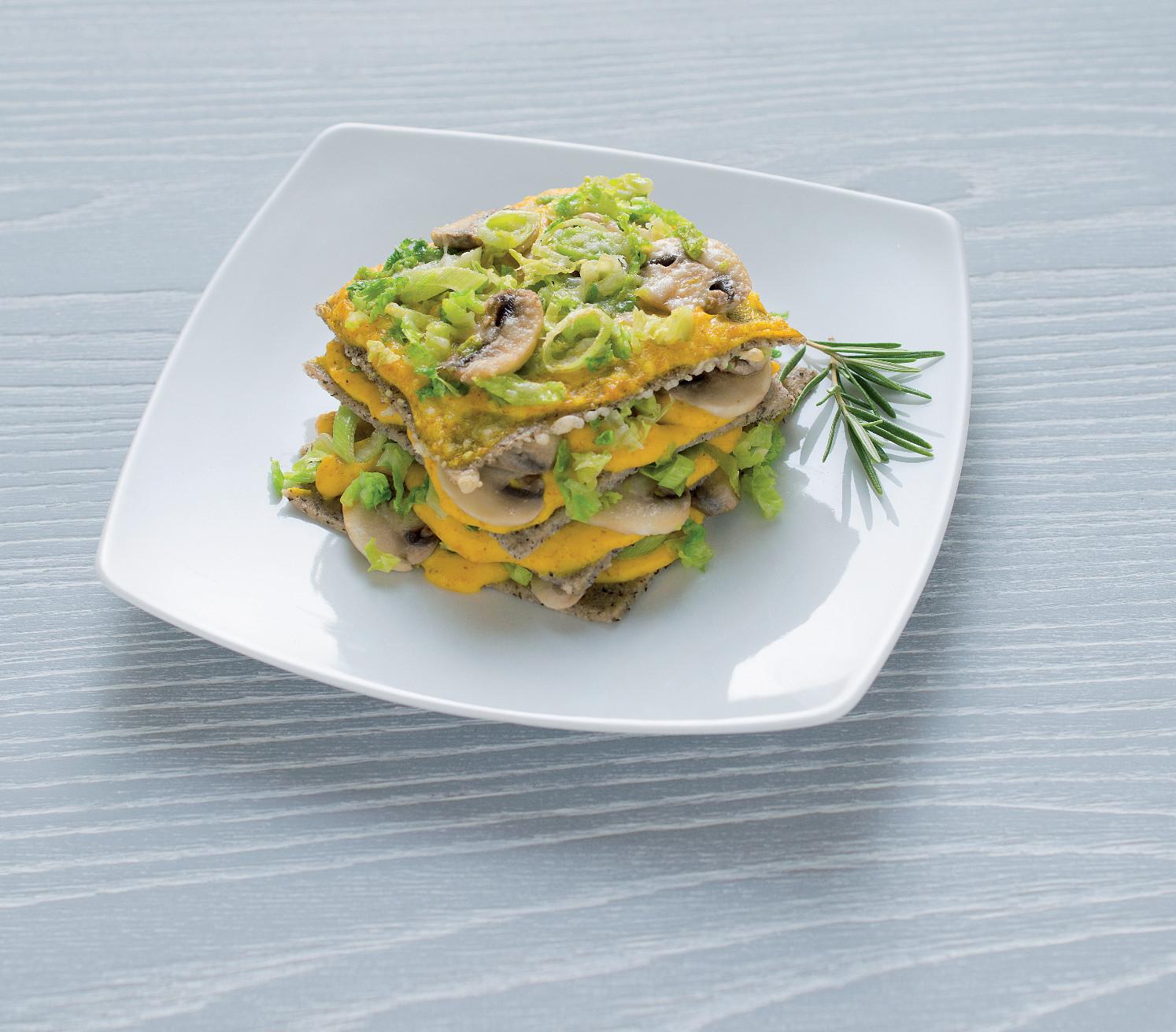 Lasagnette di grano saraceno con porri, verza e funghi