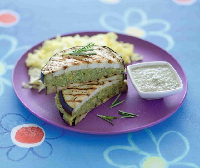 Sandwich di melanzane con lattuga e ceci