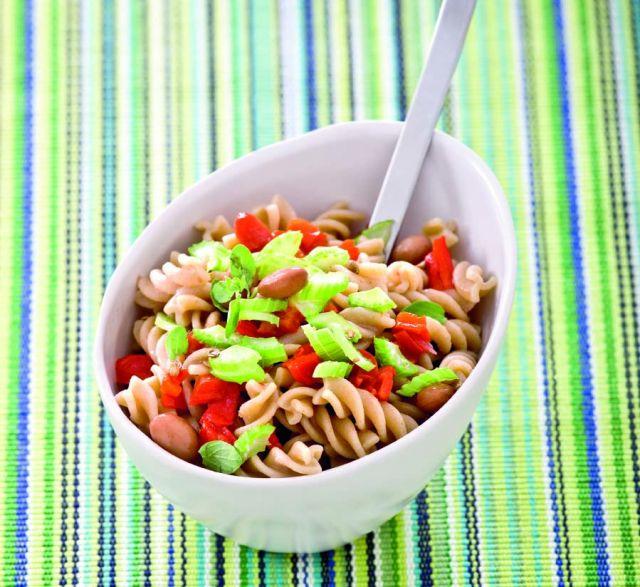 Fusilli integrali in salsa di fagioli, sedano verde e peperoni