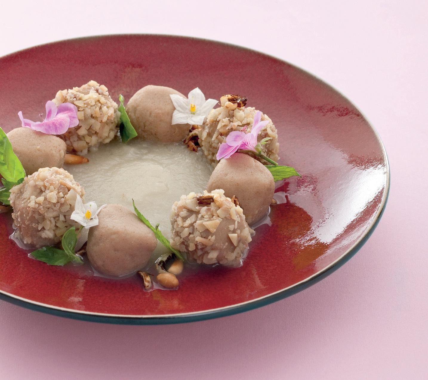 Gnocchi dolci di castagne con purè di pere