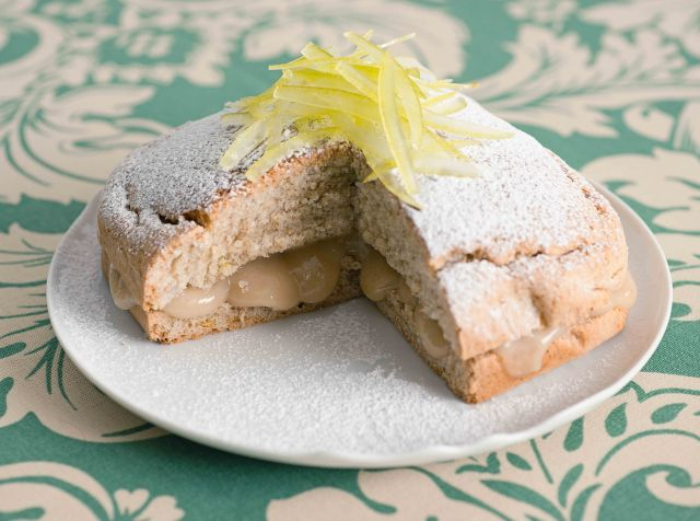 Pan di Spagna farcito con crema di limone