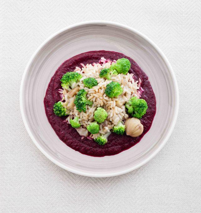 Riso saltato con castagne e broccoli in crema di barbabietole
