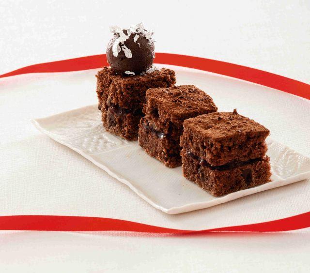 Tortine speziate di cacao e noci con tartufi