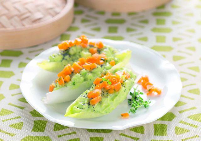 Barchette di belga all'avocado con carote al timo