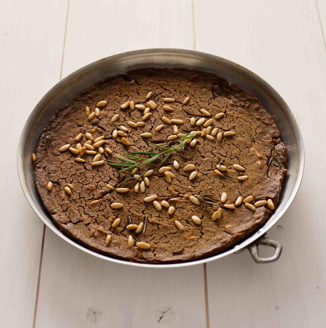 Castagnaccio salato con zucca e pinoli