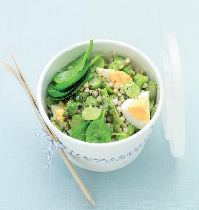 Insalata di grano saraceno con fave, asparagi e uova