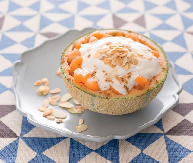 Melone allo zenzero con yogurt speziato e mandorle