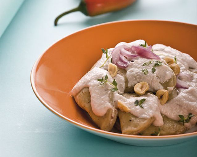 Ravioli di grano saraceno, ricotta e nocciole con salsa al timo