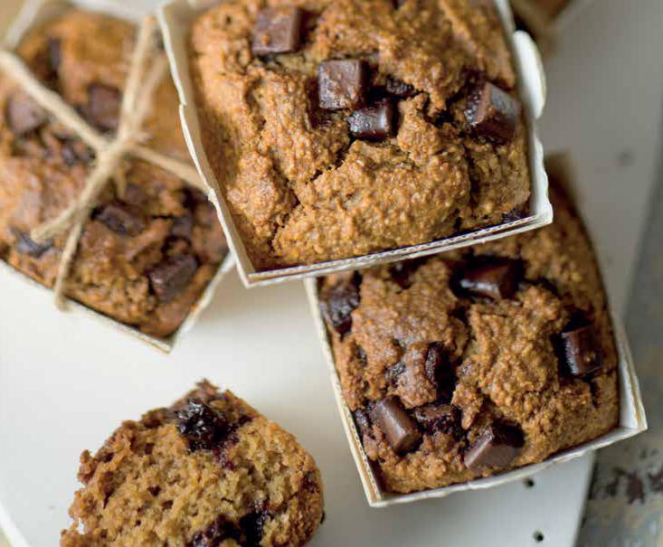 Muffin di fiocchi di avena e arachidi con cioccolato