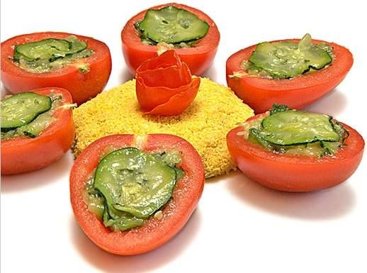 Medaglioni dorati di sarago, pomodorini e zucchine