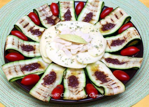 Mele settembrine con zucchine grigliate e salsina di olive nere