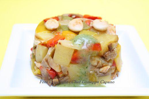 Tortino di peperoni, patate e funghi con salsa al timo
