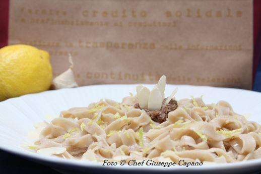 Tagliatelle al paté di olive nere con olio all'aglio e limone