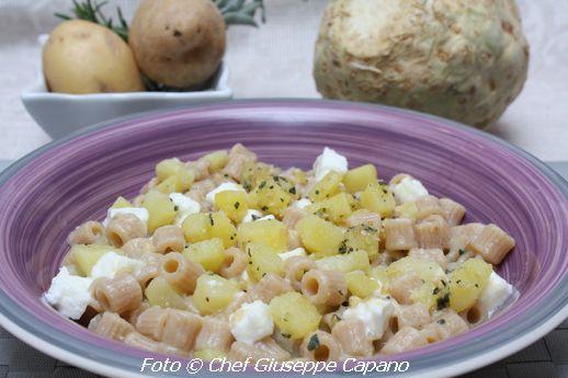 Ditali integrali con patate alla salvia e pinoli, salsa di sedano rapa e mozzarella di bufala