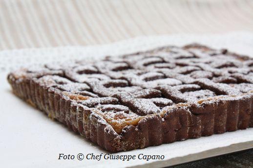 Torta frolla al cacao con crema di mais all'amaretto