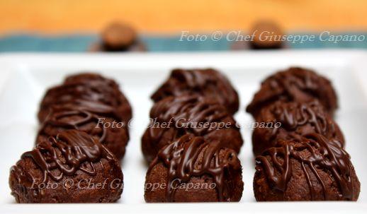 Biscottini al cacao, mandorle e cioccolato