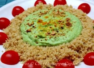 Couscous a corona con crema verde di piselli alla curcuma