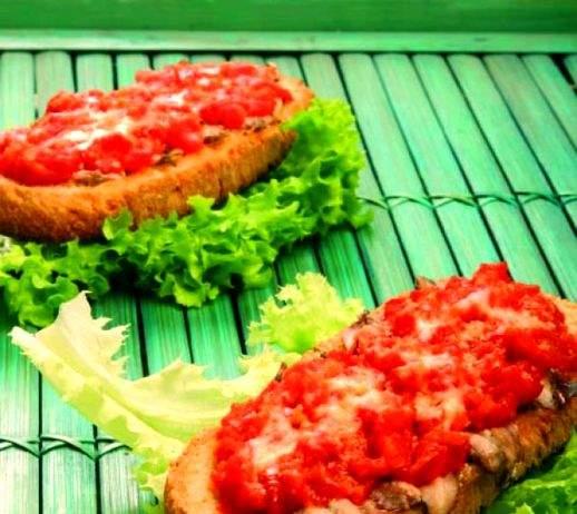 Crostone gratinato di alici marinate e salsa di pomodoro fresco
