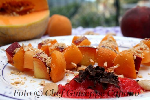 Spiedini di frutta con gremolata di anguria