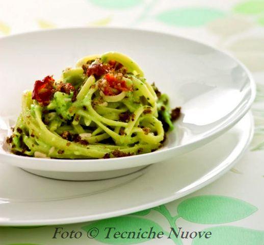 Bavette con salsa di avocado e pomodori secchi 518