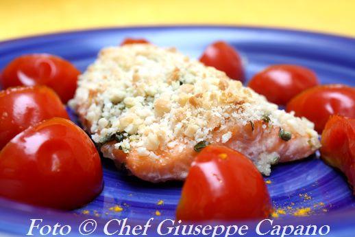 Salmone marinato con panatura di mandorle e pomodori pachino alla menta 518