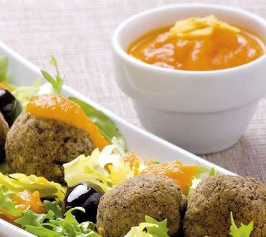 Polpettine di ceci alle olive nere con salsina di carote 518