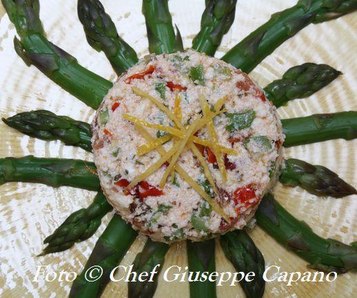 Tortini di ricotta con asparagi e pomodori confit al timo