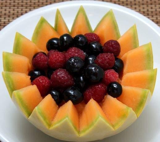 Cestini con melone alla cannella e frutti di bosco