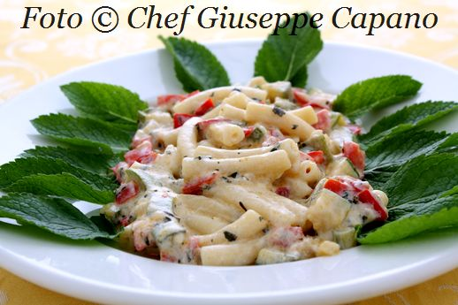 Maglie siciliane con peperoni, zucchine e salsina alla menta